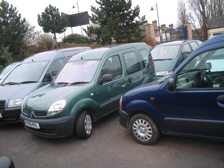2007 Kangoo 4 seats plus wheelchair passenger AIR CON