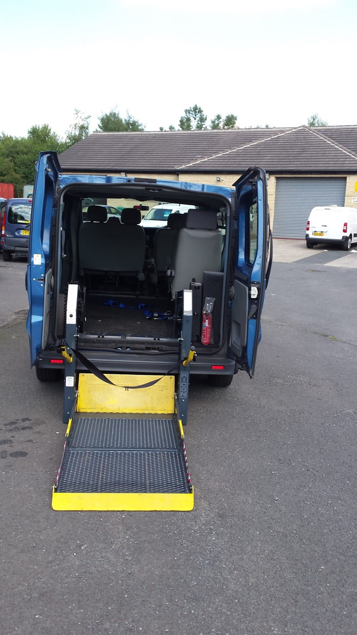 2007 Renault Trafic ricon tail lift wheelchair access vehicle